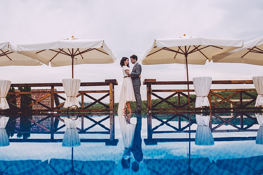 Jovana & Vladimir / wedding by the pool