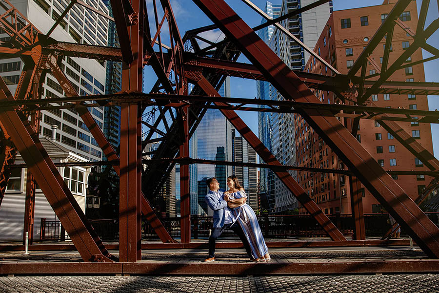 Downtown Chicago engagement session / Laura & RJ